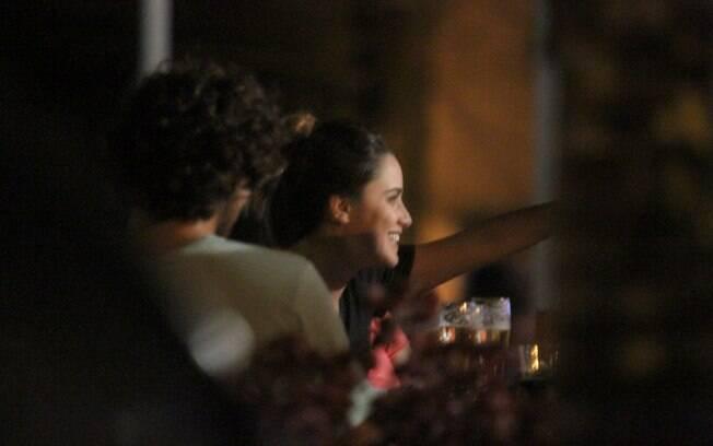 Fernanda Vasconcellos também esteve no local e ficou na mesma mesa do ator