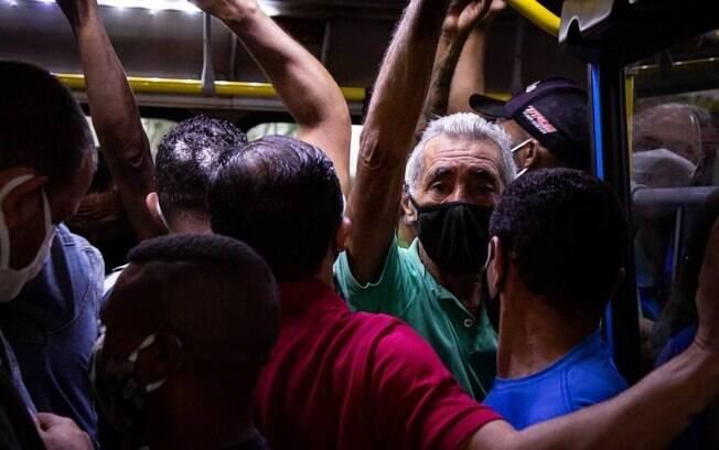O espaço de 120 pessoas no BRT deve ser distribuído entre 24 e 30 pessoas