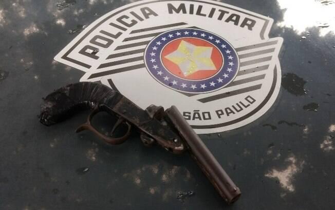 Revólver calibre 32 sem numeração foi apreendido durante abordagem de êxito de equipe da ROCAM