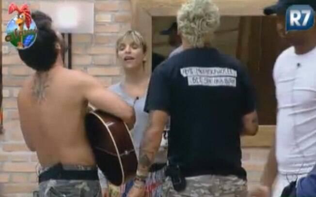 Peões cantam para se despedir do violão
