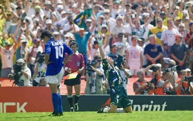 Roberto Baggio lamenta pênalti perdido que deu a Copa de 1994 ao Brasil