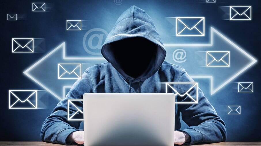 Criminosos criam perfis falsos nas redes sociais para roubar roubar dinheiro dos usuários oferecendo supostos benefícios
