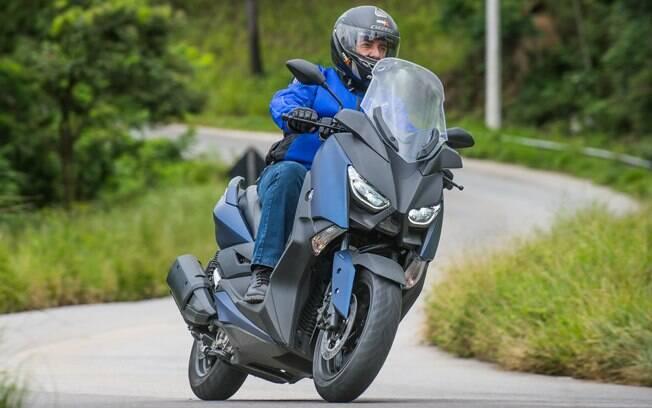 Yamaha XMax: scooter é espaçoso e tem bom desempenho para enfrentar trechos rodoviários, mantendo boa velocidade de cruzeiro