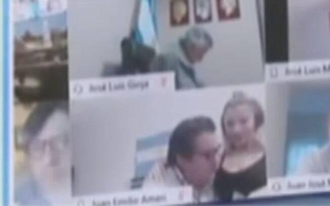Deputado Juan Ameri mostrou e beijou o seios da esposa em sessão virtual da Câmara