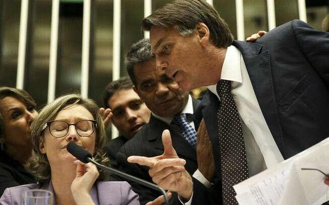 Então deputado, Jair Bolsonaro foi até a mesa do plenário para questionar decisão da deputada Maria do Rosário (PT-RS)