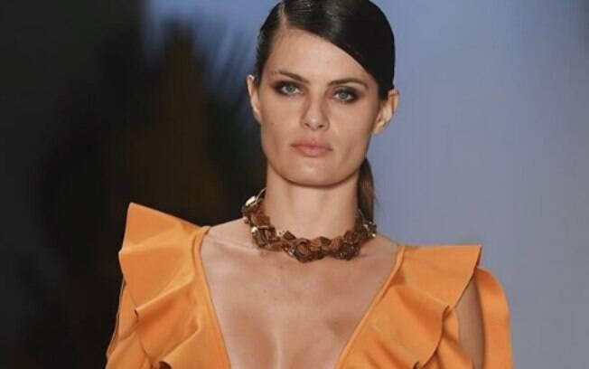 A modelo Isabeli Fontana desfilou pela marca Água de Coco no sábado (21), primeiro dia do evento de moda SPFW