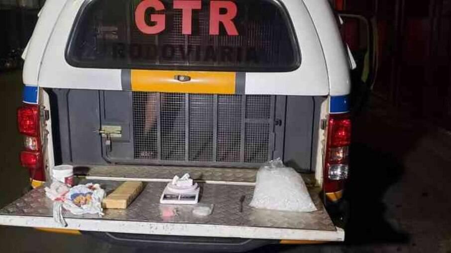Jovem de 21 anos é preso em posse de maconha, cocína e pasta base, na Região Norte de Minas Gerais
