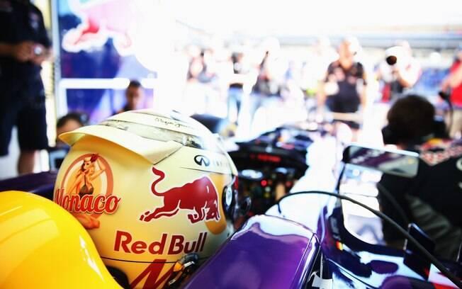 Vettel também corre com capacete  personalizado em Mônaco