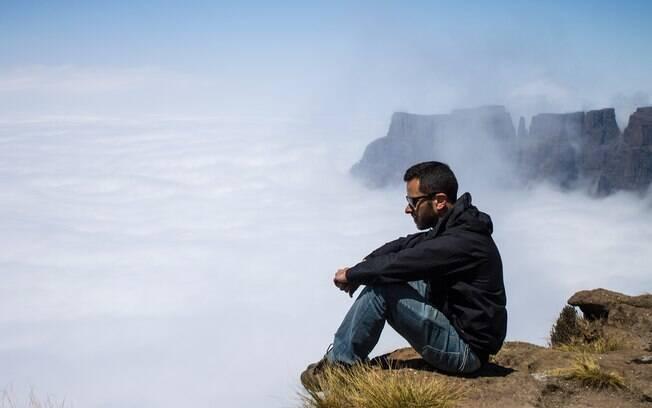 Guilherme Tetamanti decidiu tirar a rotina da sua vida e teve coragem de largar tudo para realizar o sonho de dar uma volta ao mundo, ele conseguiu e essa virou sua profissão – montou um blog e escreve sobre turismo e ganha por isso