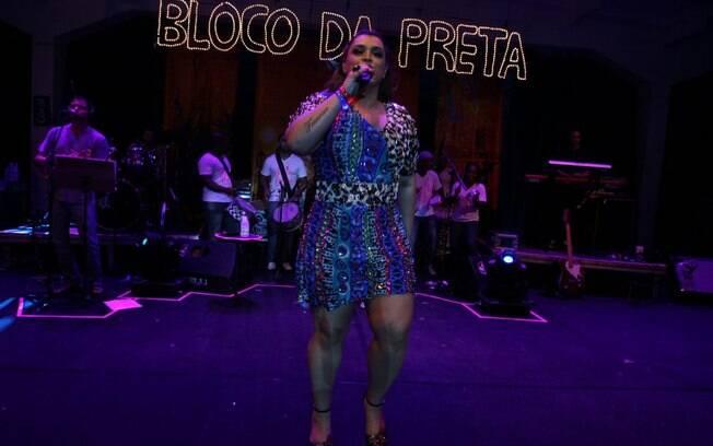 Preta Gil comnadou a animada noite na quadra de samba