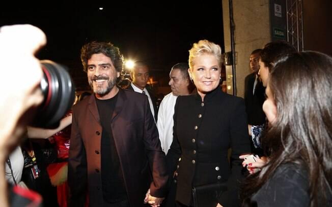 Xuxa acompanha Junno Andrade em festa