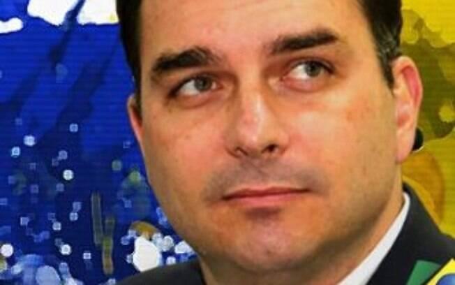 Flávio Bolsonaro poderá pagar multa de quase R$ 300 mil por uso indevido de imagem