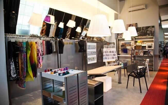 Office dedicado a Valdemar Iodice, onde a arquiteta Moema Wertheimer reproduziu o espaço criativo e despojado do ateliê do estilista