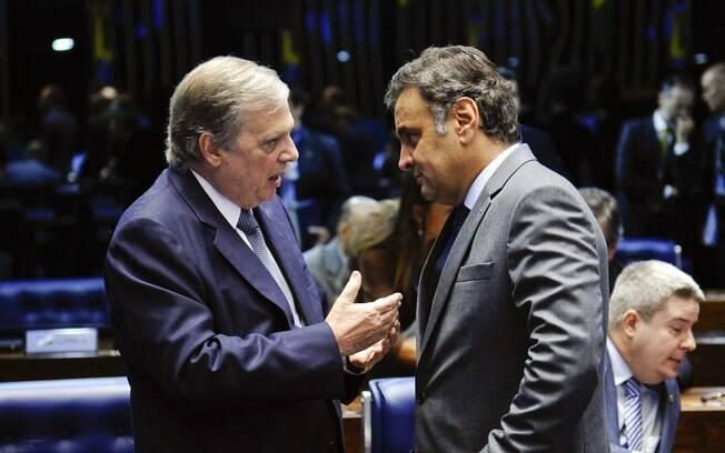 Tasso Jereissati e Aécio Neves em conversa no Senado: o primeiro sucedeu o segundo na presidência do PSDB