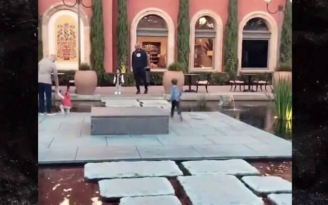 Kobe Bryant aparece brincando com sua filha Bianka horas antes de morrer