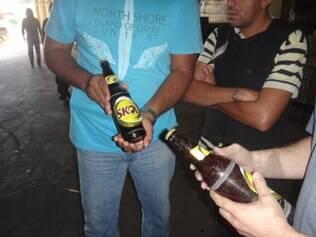 Garrafas de cervejas mais baratas eram adulteradas com rótulos e tampas de cervejas como Skol e Brahma