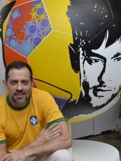Ricardo Munhoz e sua bola no Football Parade