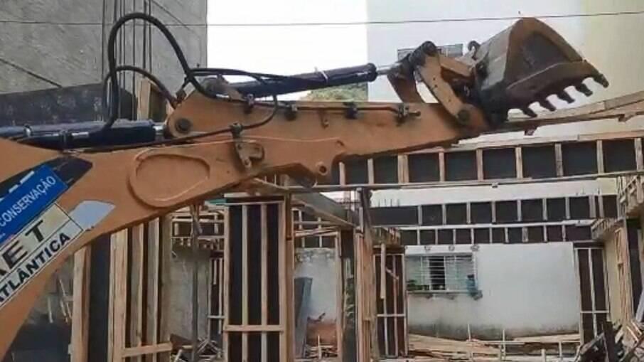 Prédio em construção é demolido na Muzema
