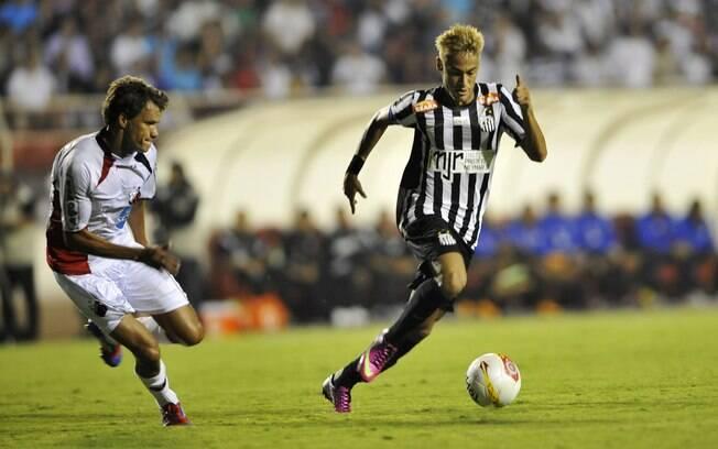 Neymar comanda ataque do Santos