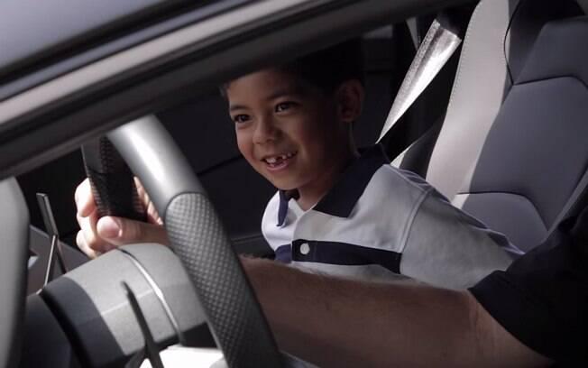 Jacob, de 7 anos, a bordo de um Lamborghini Aventador LP 700-4
