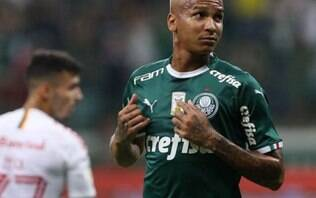 Palmeiras domina, goleia o Santos e se isola na liderança do Brasileiro