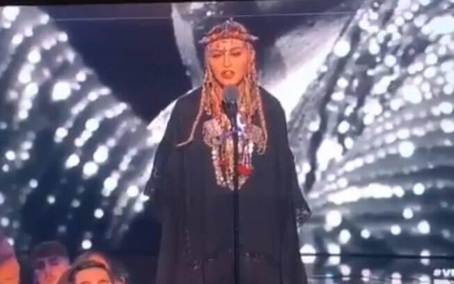 Madonna é criticada ao fazer discurso fraco à Aretha Franklin