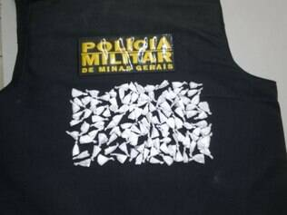 Papelotes de cocaína foram encontrados na blusa do adolescente