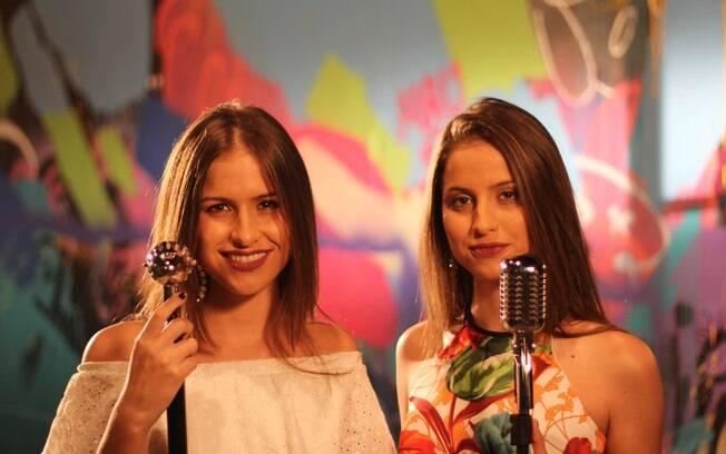 Júlia e Rafaela tem somente 15 anos e já bombam na internet com vozes poderosas
