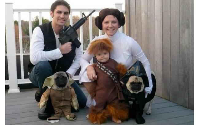 Até os cachorros da família participaram desta fantasia de Star Wars