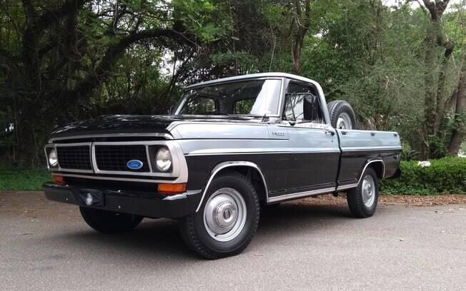 Ford F1000: exemplar totalmente original, inclusive com detalhes como as calotas centrais cromadas