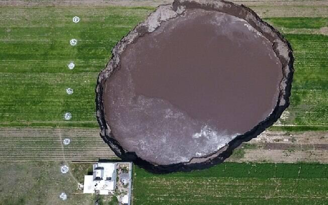 Cratera no México chega a 124 metros