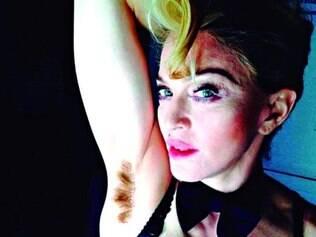 Exemplo. Cantora Madonna postou recentemente uma foto em que mostra as axilas peludas