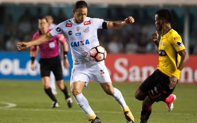 Ricardo Oliveira, principal atacante do Santos, pouco conseguiu fazer diante do Barcelona de Guayaquil