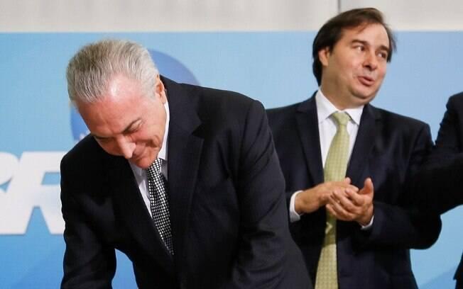 Decreto assinado por Michel Temer abre caminho para socorro financeiro ao Rio, desejo antigo de Rodrigo Maia
