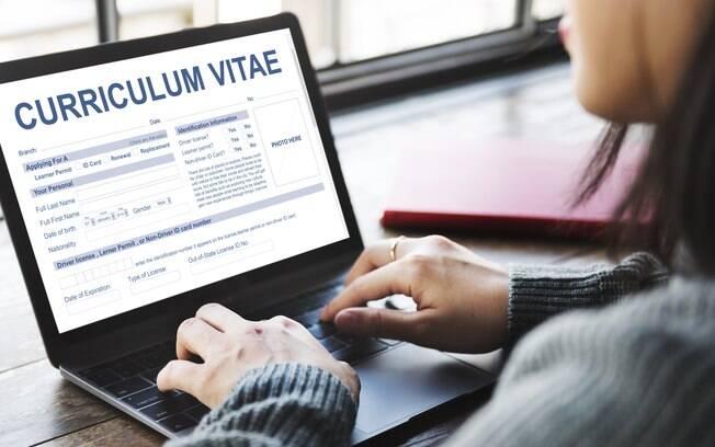 Segundo levantamento, é preciso enviar currículo entre 30 e 50 vezes para conseguir um emprego