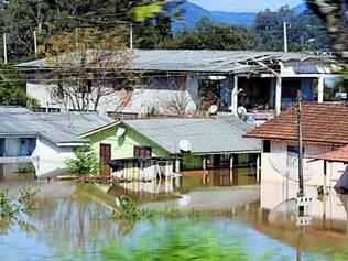 São 38 mil desalojados e 5.000 pessoas desabrigadas no Paraná