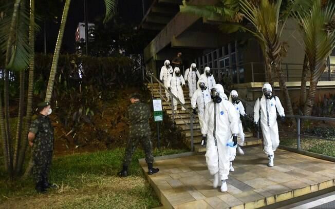 Exército tem feito desinfecção de vários pontos da cidade.