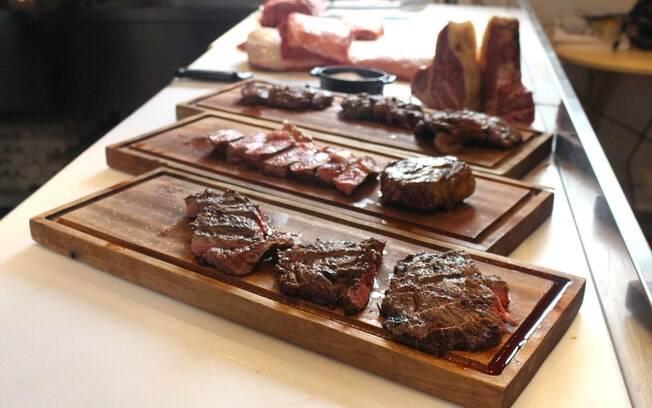 Seja um corte alto, como picanha, ou baixo, como fraldinha, saber comprar a carne para churrasco é importante para acertar no resultado