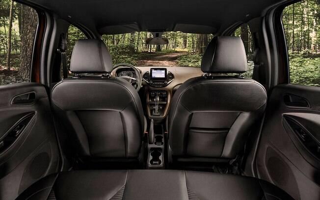 Interior confortável do Ford Ka FreeStyle inclui painel com pintura de dois tons, o que confere um aspecto sofisticado