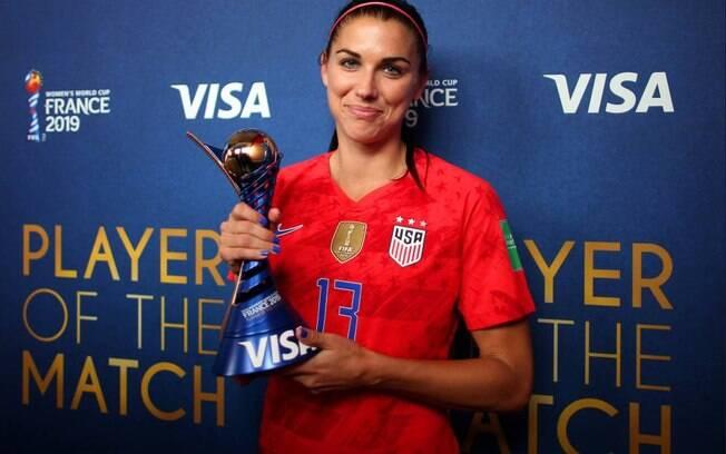 Alex Morgan ganhou o troféu de melhor jogadora da partida após marcar cinco gols e dar três assistências na vitória dos EUA
