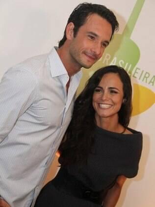 Rodrigo Santoro e Alice Braga vivem par romântico em
