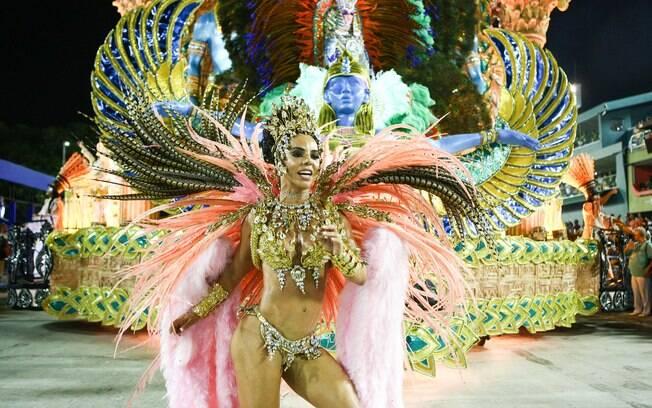 Destaque da Imperatriz Leopoldinense desfila na Sapucaí