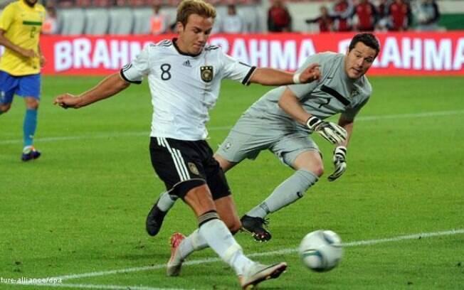 Götze dribla Julio Cesar e marca no amistoso  da Alemanha contra o Brasil