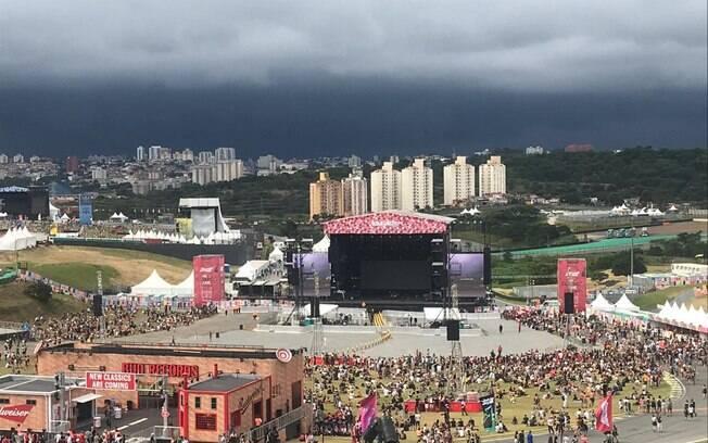 Tempo fechou na tarde deste sábado no Lollapallooza Brasil