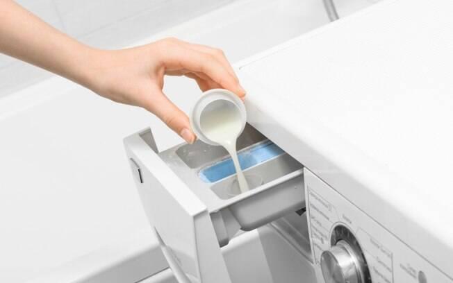 quando colocar amaciante na maquina de lavar