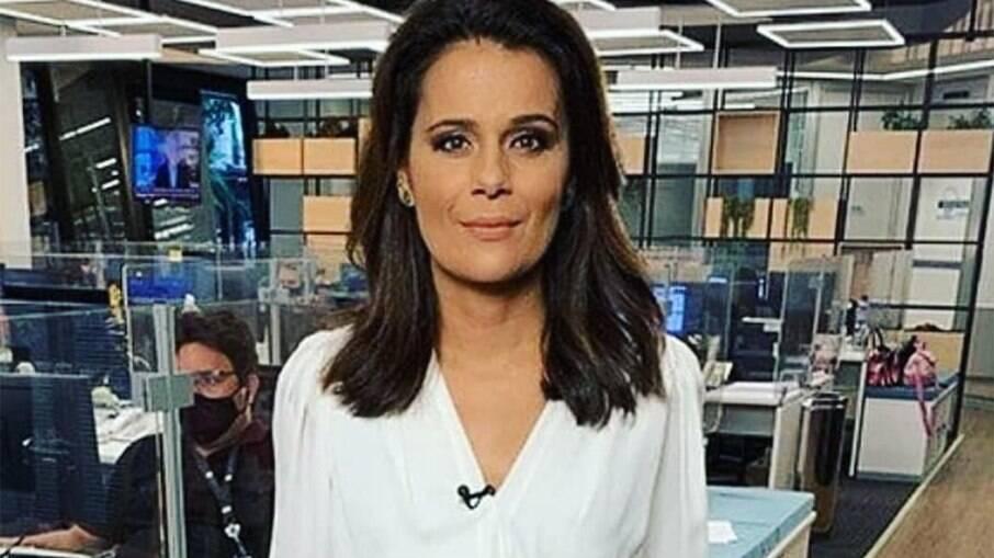 Adriana Araújo deixa a Record