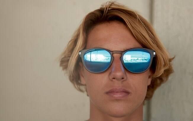 Curren Caples com o lançamento Oakley 2015 2016 - óculos de sol da linha  Latch e9ac43b3ec