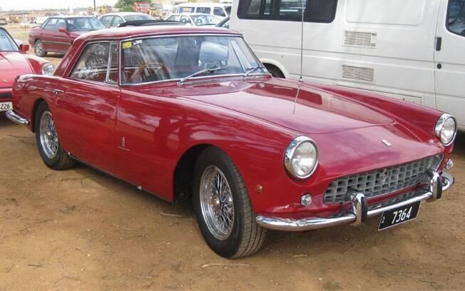O estúdio italiano Pininfarina redesenhou a Ferrari 250 GT Coupé a pedido do próprio Enzo Ferrari. Teve apenas 335 unidades produzidas.