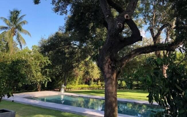 No Instagram, a supermodelo Elle Macpherson compartilhou uma foto de sua mansão: