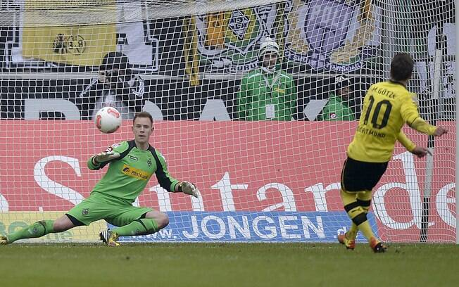 Mario Götze marcou de pênalti para o Borussia  Dortmund